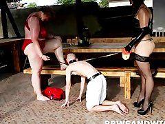Fette Dominas halten sich den Sklaven